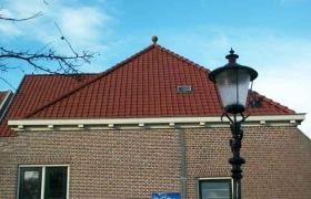 Nieuwe pannen Scoutinggebouw Medemblik